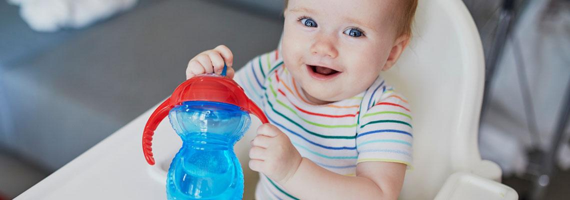 Eau minérale pour mamans et bébés